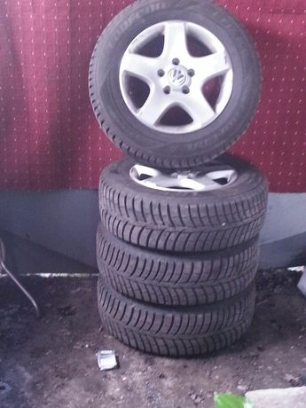 Шины (зима)+диски 235/65R17 VW Touareg