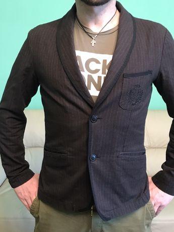 Чоловічий піджак в стилі casual
