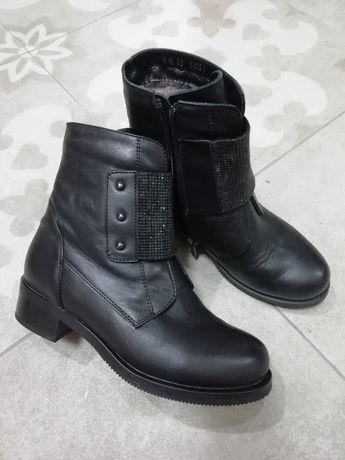 Кожаные ботинки для девочки 35р