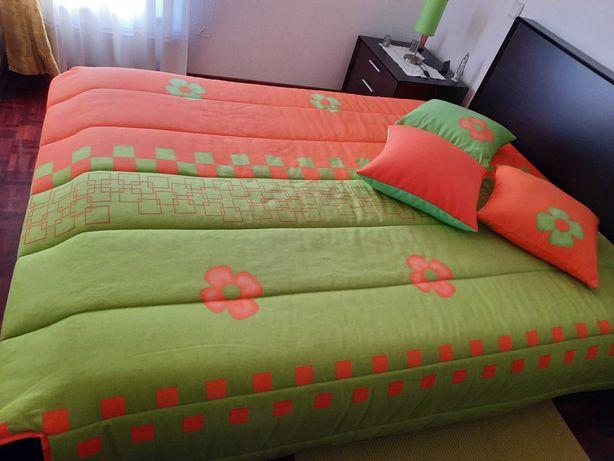 Hedredao para cama de casal  com 3 almofadas