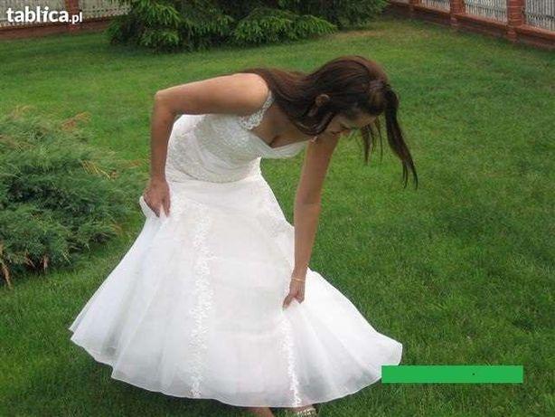 Sprzedam suknię ślubną z trenem,