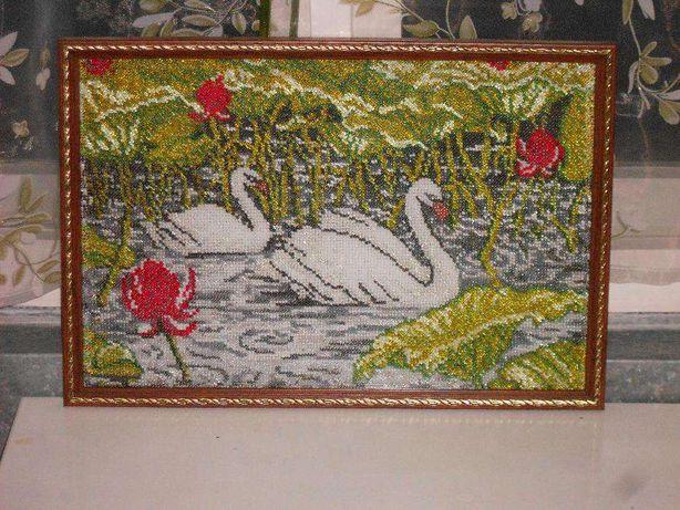 Вышивка бисером ручной работы Лебеди