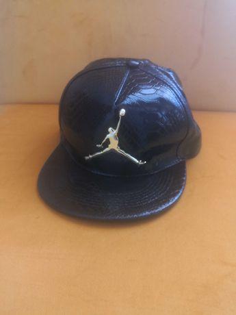 """Cap/boné preto e dourado """"Air Jordan"""""""