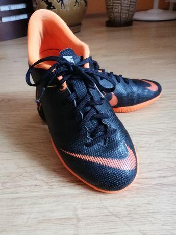 Halówki Nike Mercurial. Rozmiar 35,5