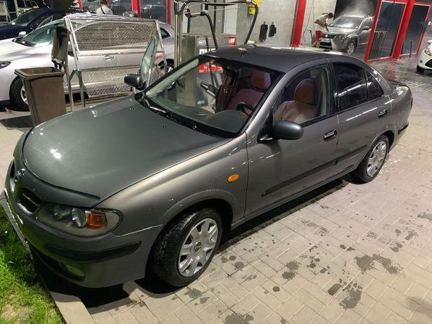 Nissan Almere 2003