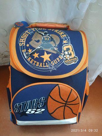 Продам школьный рюкзак для начальных классов