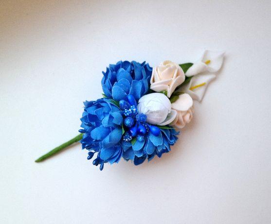 Бутоньерка брошь синяя васильки белые каллы пион розы кремовые