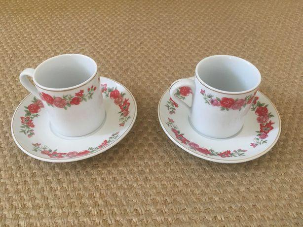 Fonte decorativa,Garrafa de cristal e par de chávenas de café