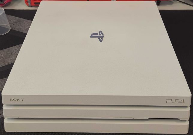 PS4 Pro Biała SSD 1TB + PAD + Ładowarka do padów + 3gry RDR2 TLOU WD2