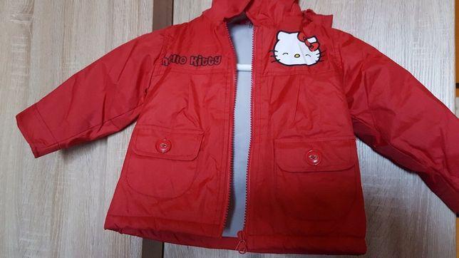 Sprzedam czerwoną  kurtke Hallo Kitty rozmiar 80
