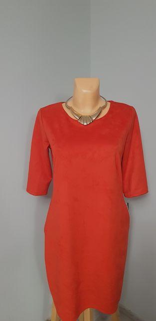 Piękna czerwona sukienka 42