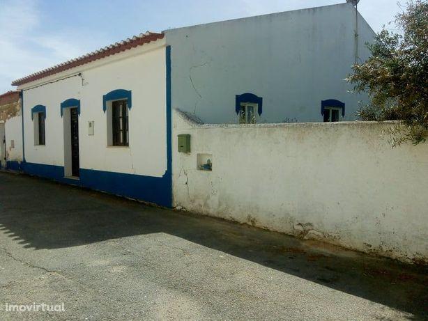 Moradia em aldeia tipica Alentejana