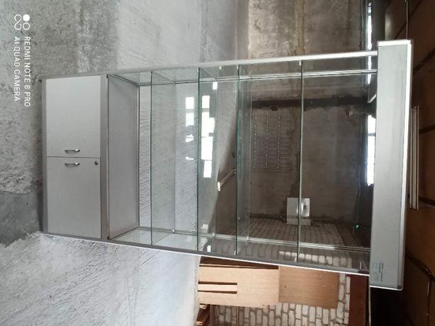 Торговая витрина с алюминиевого профиля и стекла