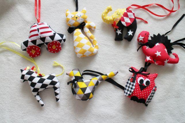 Zawieszki zabawki kontrastowe czarne czerwone białe dla niemowlaka