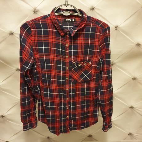 Koszula w czerwoną kratę