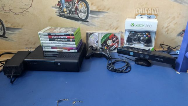 Xbox 360E+9 игр(видно на фото) и 2 джойстика(СРОЧНО)