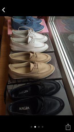 Білі туфлі шкіряні