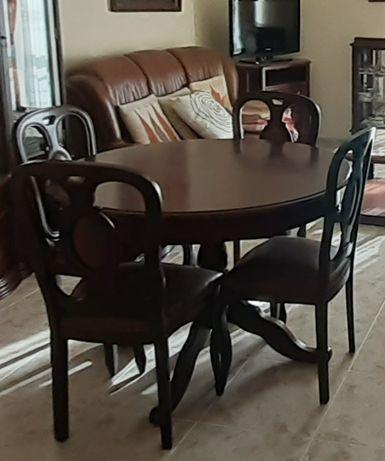 Mesa de Jantar Clássica Redonda e cadeiras