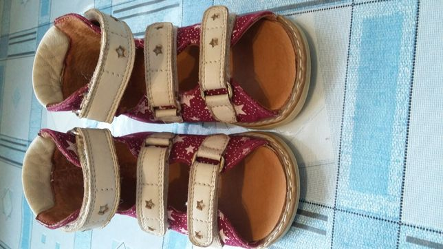 Продам ортопедические кожаные сандалики