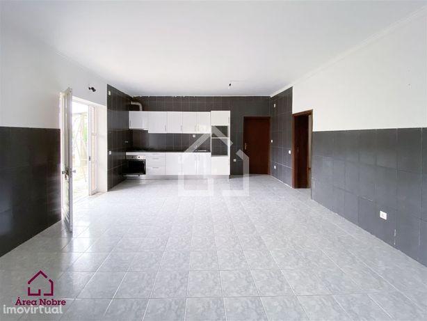 Moradia T2 para arrendamento em Souto