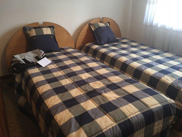 Mobilia de quarto com 2 camas solteiro, nova