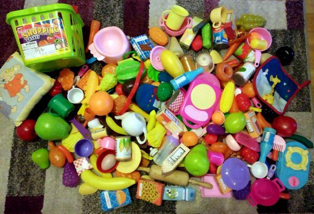 Zestaw zabawek, naczynia kuchenne, jedzenie dla lalek
