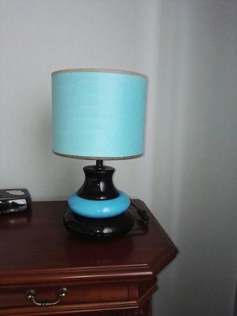 Candeeiro de mesa em tons de azul