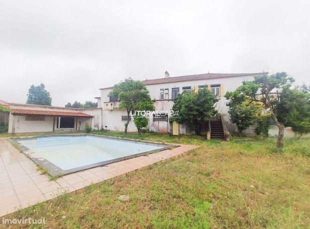 Moradia T6 Isolada localizada em Ovar com piscina