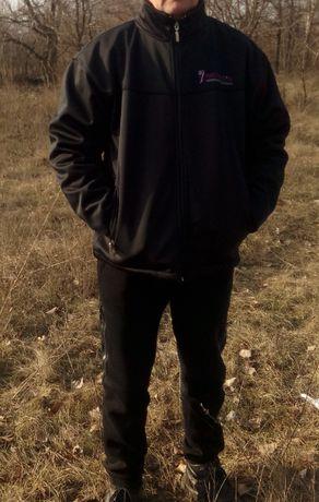 черная ветровка, легкая куртка