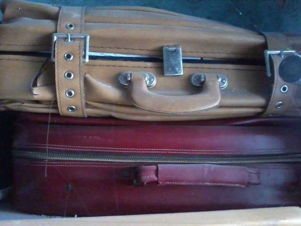 Чемоданы разные, разных размеров эпох меняю на слесарный инструмент