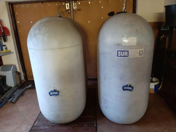 Zbiorniki po oleju opałowym o pojemności 1000 L .