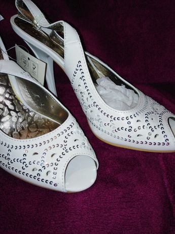 Туфли-босоножки белые нарядные перфорированные с пайетками, 37-38р (24
