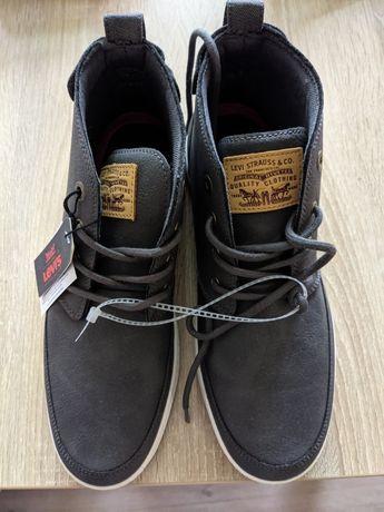 Продам высокие кроссовки Levis