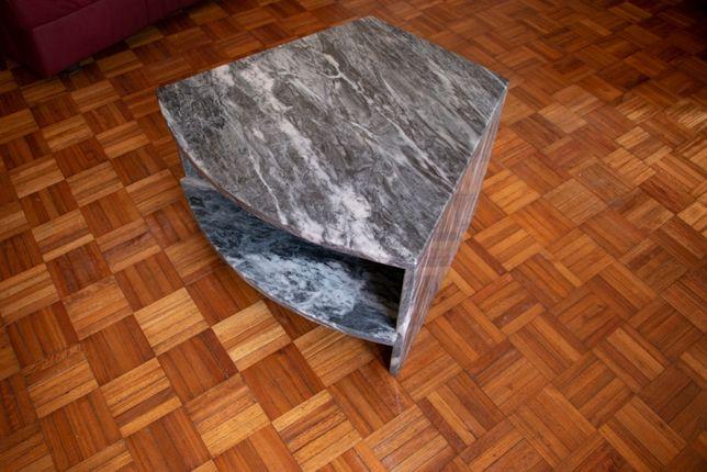 Mesa de apoio em mármore