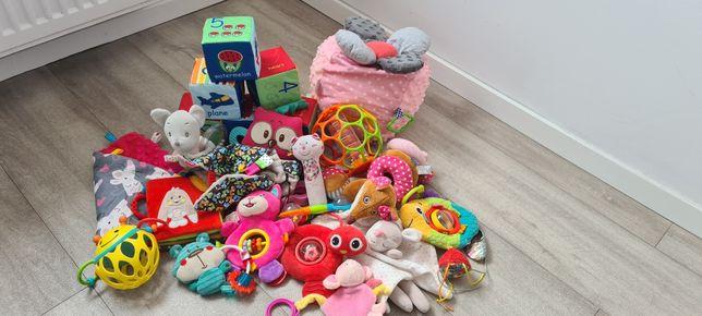 Zabawki + dwa komplety puzzli na podłogę