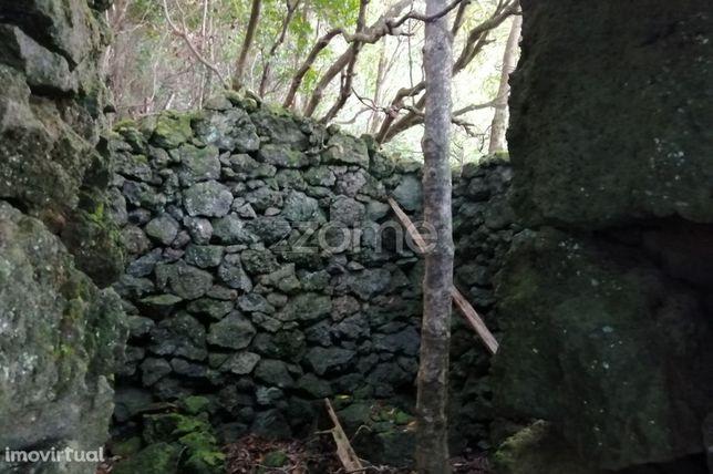 Terreno 1053 m2 com ruina |Vista de mar | São Roque do Pico