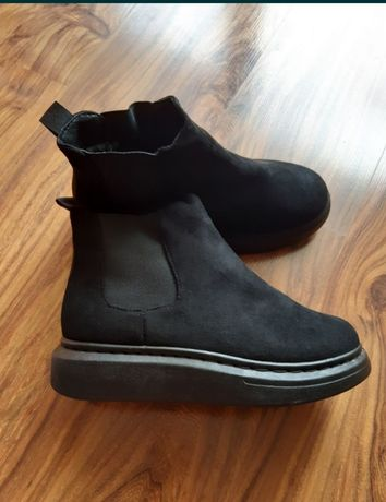 Теплые ботинки р. 39