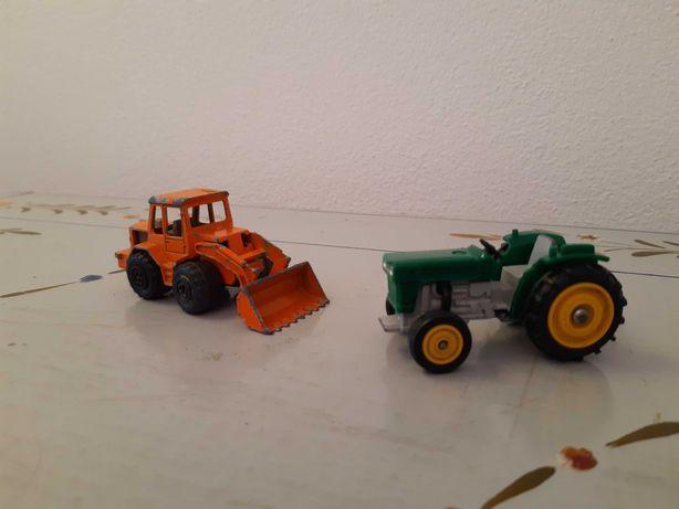 Carrinhos antigos tractores e bombeiros
