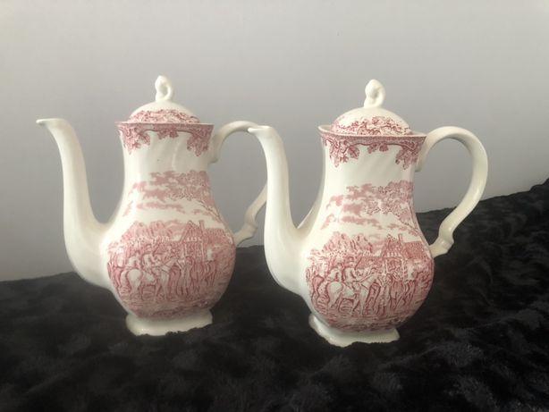 Dzbanek z czerwonej angielskiej porcelany.