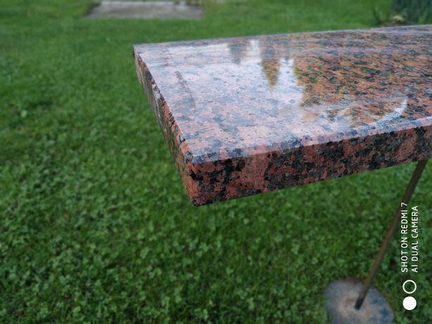 Parapety granitowe granit Rosso Balmoral idealne