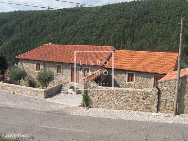 Casa de Campo de Charme de 274 m2 com Terreno de 3.723,98 m2, Figueiro