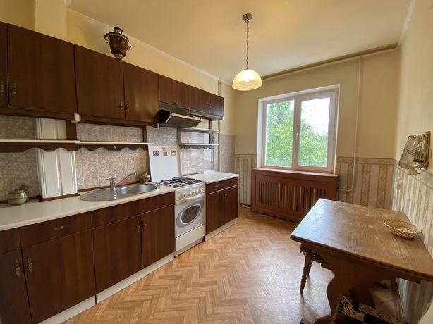 Продаємо трикімнатну квартиру по вул. Новій