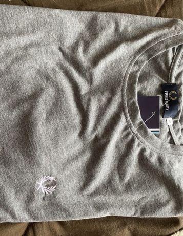 T shirt fred perry cinza com etiqueta