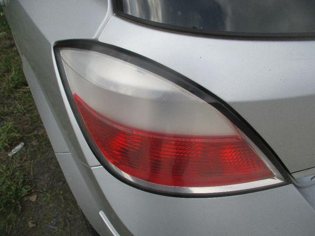 Opel Astra III H lampa lewa tylna lewy tył przed liftem 5 drzwi ideał