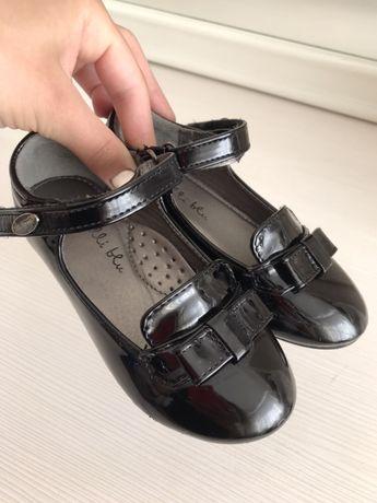 Крутые лаковые туфли на девочку 25  размер