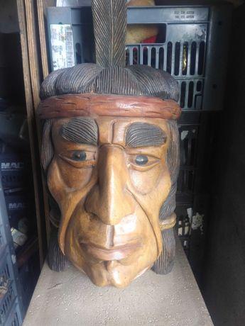 Cabeça de indio em madeira