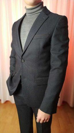 Класичний чоловічий костюм, стан нового