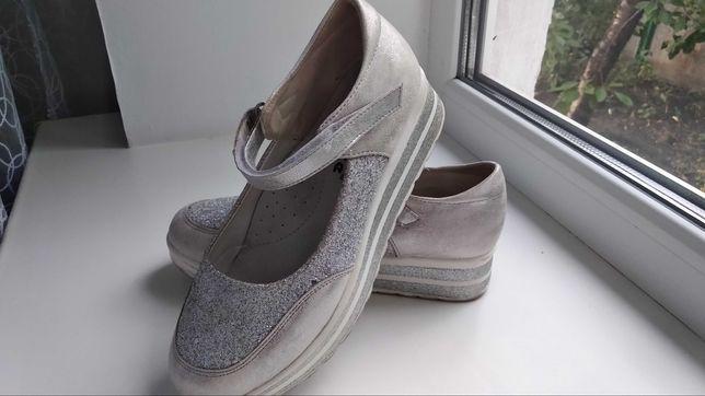 Туфли серо-белые с блестками