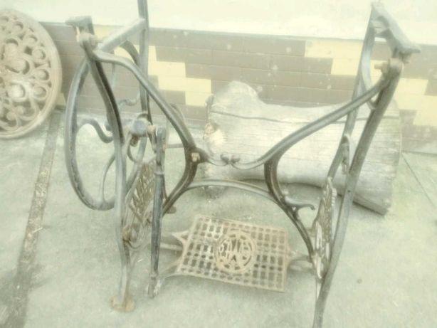 Stolik z pod maszyny