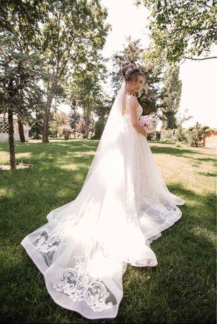 Красивое кружевное свадебное платье Италия
